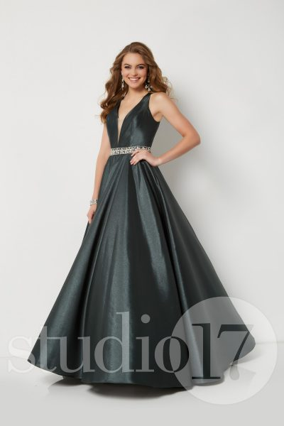 Studio 17 12684 is available in Daffodil, Forest and in sizes 0-30.