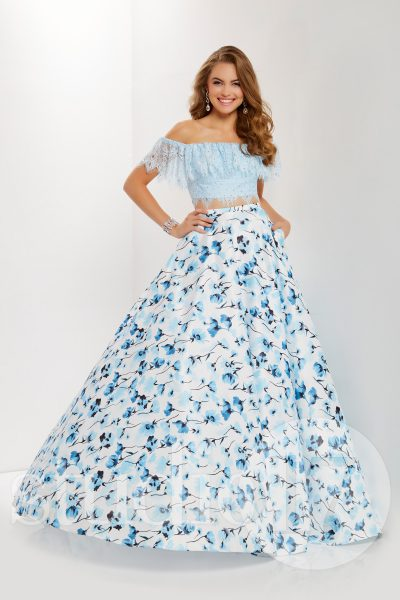 Studio 17 12697 is available in Powder Print and in sizes 0-30.